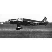 DE HAVILLAND TK 2 (Spannweite 2440 mm). Rennflugzeug. Plan mit Fahrwerksverkleidung